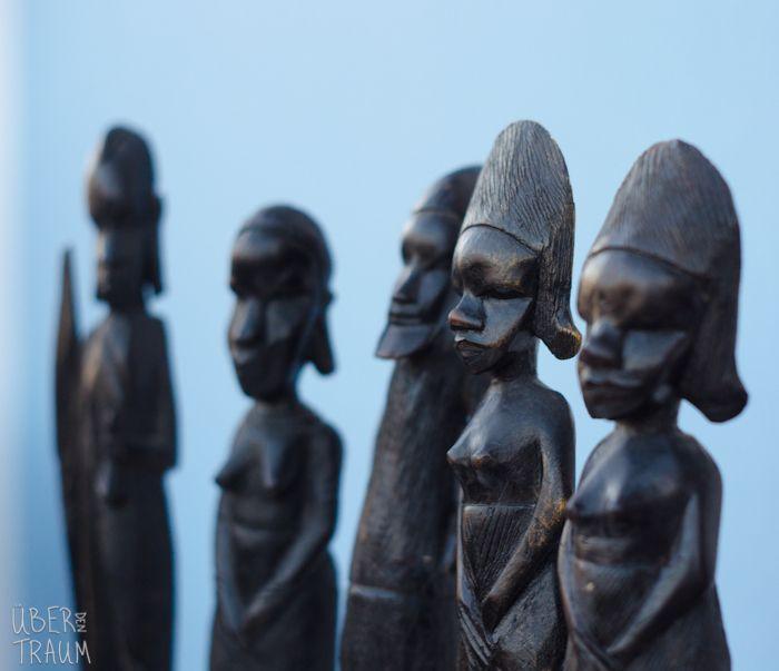70's African Black Wood Carvings of People - Über den Traum
