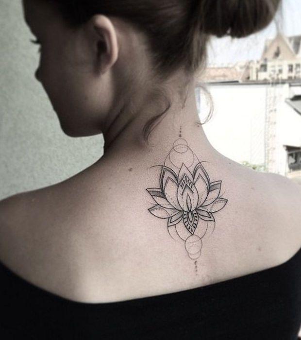 Un tatouage fleur de lotus