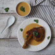 Potřebujete chutné jídlo na nedělní oběd? Mám tu pro vás recept na kuře na pomerančích, u kterého nestrávíte dlouhé hodiny v kuchyni. 4 kuřecí čtvrtky ¼ lžičky chilli špetka kajenského pepře ¼ lžičky kurkumy ½…
