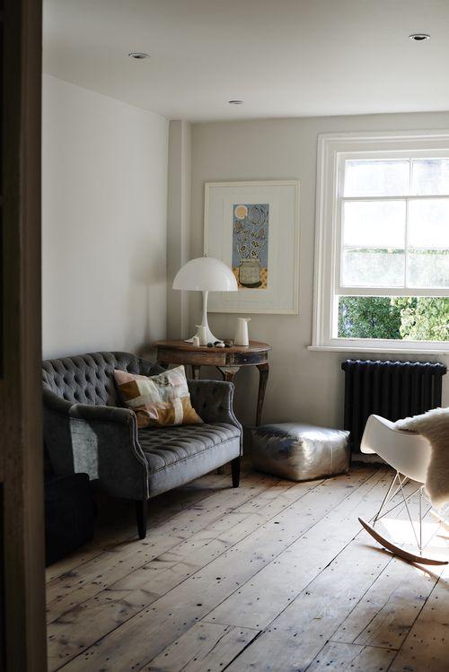 Sweet little Victorian sofa in grey-blue velvet                                                 …