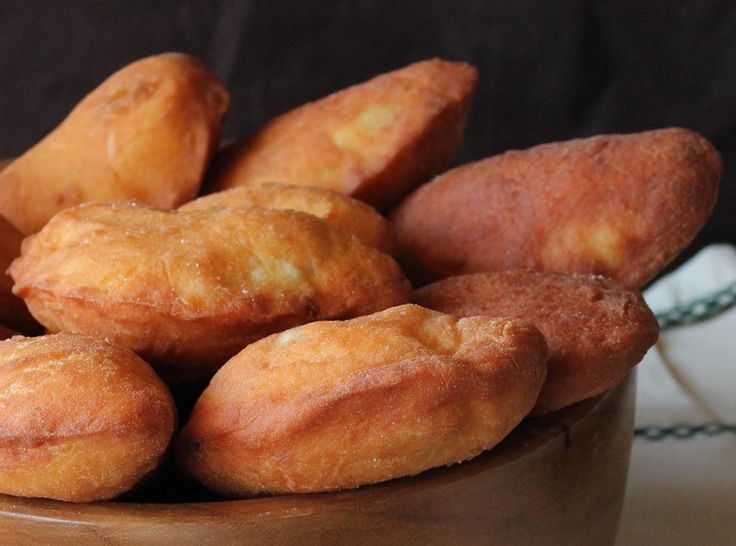 """This nifty """"take away"""" to be realized in a short time...Yummy !!! Fried #calzoni by #Naples #Campania #Italy"""