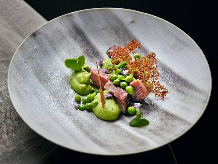 Oppskrift på grønn ertekrem med saltet og røkt svineknoke