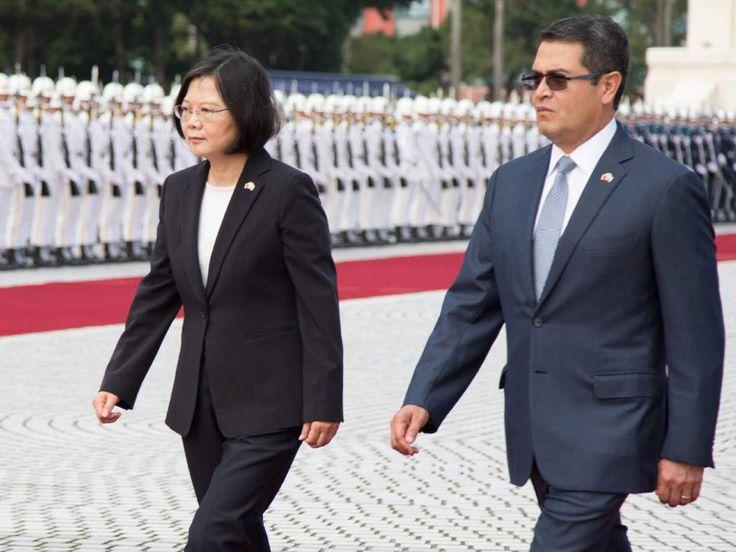 Primera presidenta de Taiwán llega en visita oficial a Honduras  Tsai Ing-wen es acompañada por una comitiva de alto nivel y se reunirá con el presidente Juan Orlando Hernández. Empresarios taiwaneses pretenden invertir en Honduras alrededor de 150 millones de dólares. En octubre anterior la presidenta de Taiwán, Tsai Ing-wen, recibió en Taipéi al mandatario de Honduras, Juan Orlando Hernández Alvarado.