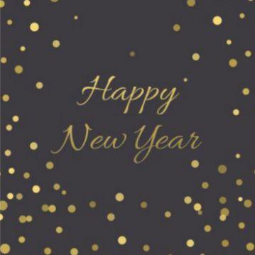 Nieuwjaarskaart met zwarte achtergrond gouden confetti.