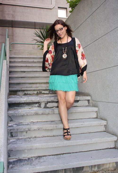 Movimiento turquesa  , H en Túnicas, Carrefour en Camisas / Blusas, Zara en Faldas, Vogue en Tacones / Plataformas