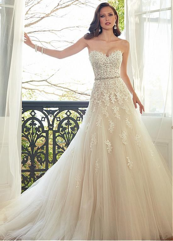Coonek Glamoureuze Tulle Sweetheart Hals natuurlijke taille A-lijn jurk met kralen Kant applicaties Trouwjurken 2015