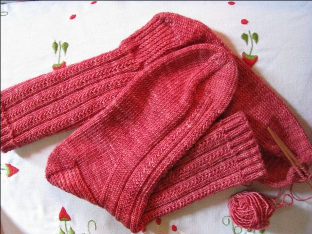 Beginner Sock Knitting Pattern : Free easy sock knitting pattern - how to close the toe Sock Knitting, Sock ...