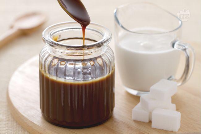 La salsa mou è una dolcissima crema a base di zucchero e ance  panna, adatta a guarnire dolci, gelati o torte.  La sua preparazione è semplice e può essere conservata a lungo in un recipiente chiuso.