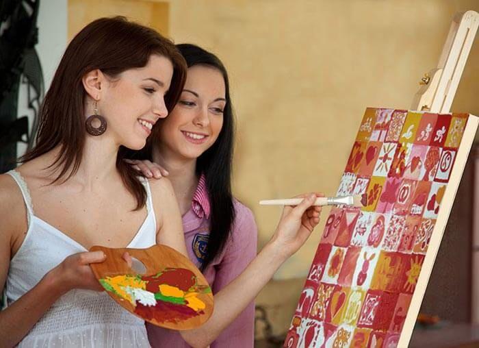 Das Hochzeitsspiel Leinwand bemalen ist ein tolles Spiel für die gesamte Hochzeitsgesellschaft und es entsteht ein persönliches Erinnerungsstück.