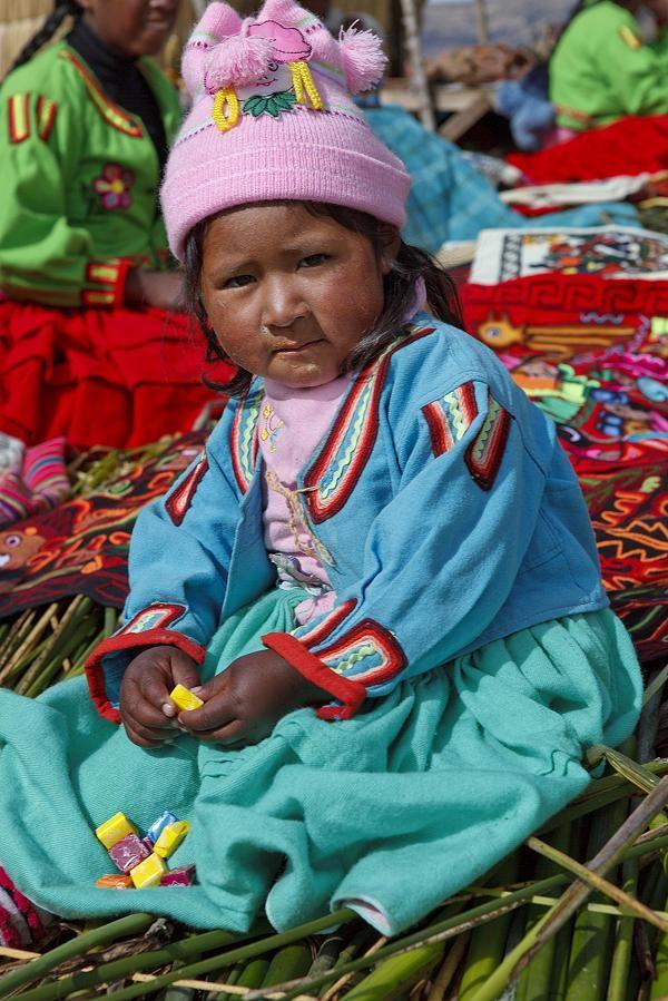Zu Besuch bei den Uros wurde in Peru, Puno aufgenommen und hat folgende Stichwörter: Peru,  Puno,  Titicaca-See.