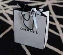Chanel gift bag http://favim.com/image/341605/