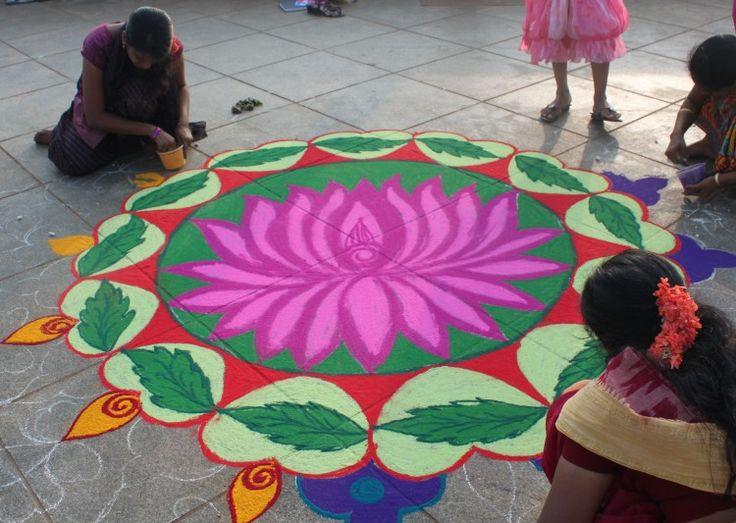 A flor nacional da Índia, o lótus, inspira profundamente a cultura antiga e moderna do país, enriquecendo sua arte e literatura.
