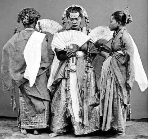 1870. Pajuge dancers in Maros. Sulawesi.