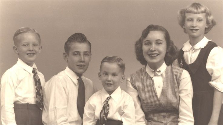 Donald, Fred Jr, Robert, Maryanne, Elizabeth Trump (from left to right)