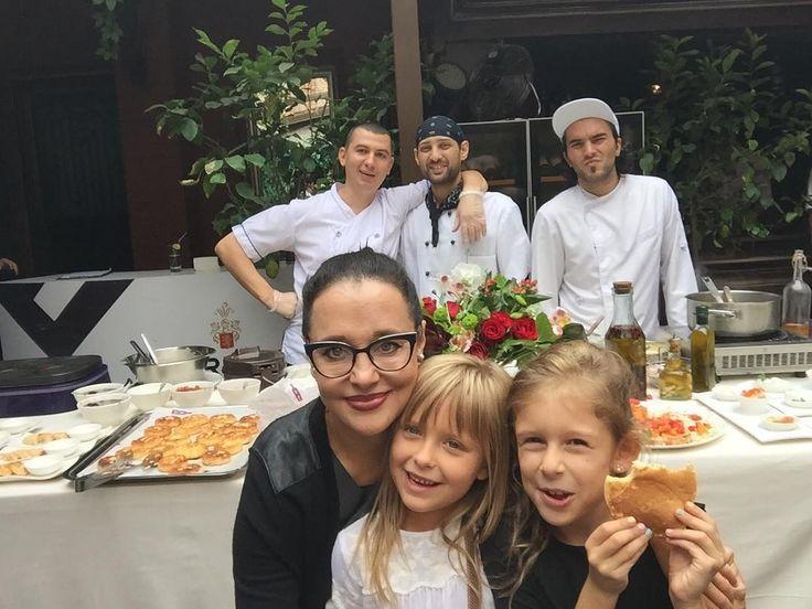 Кафе Chianti @chianti_chisinau удивляют своими идеями. Они устроили приятный воскресный бранч. Круто когда в субботу вечером хорошо провёл время с друзьями 💃💃💃, а в воскресение опять встретились за обедом. #MalicovaLifestyle #chiantibrunch #foodlovers #lovelyweekend #followme