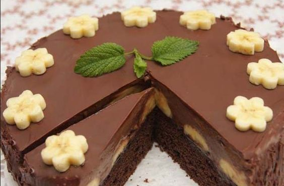 Vynikajíci dort, který potěší každého, kdo má rád pařížský krém v kombinaci s banány. Mňam!