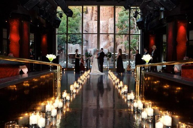 Super romantic candle lined wedding aisle with waterfall backdrop at TRYST at Wynn Las Vegas. Photo: Studio ATG
