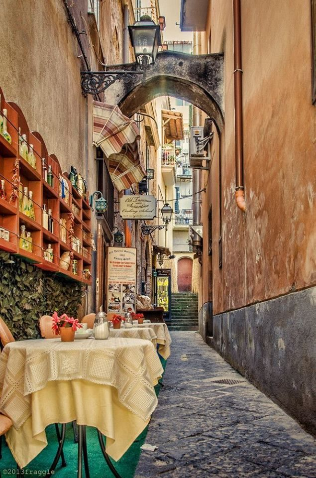 Charming Sorrento side street ~ Italy Romantica Ooh, let's really go. Pretty please? ❤️❤️