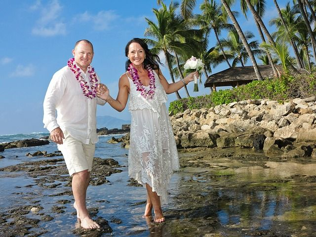 Here are 6 reasons why Hawaii is the perfect location to tie yourself in holy matrimony.