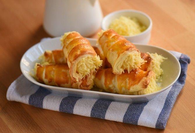 Habkönnyű sajtos roló recept képpel. Hozzávalók és az elkészítés részletes leírása. A habkönnyű sajtos roló elkészítési ideje: 40 perc