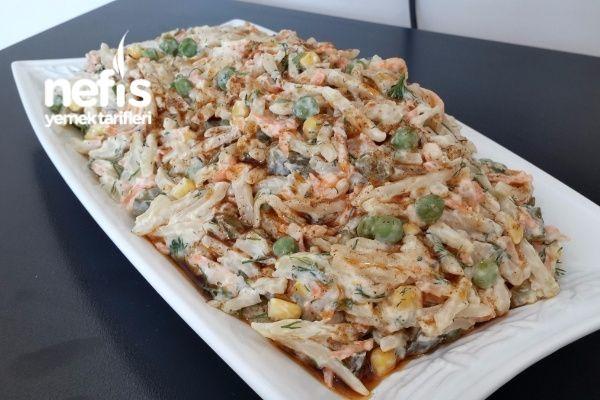 Nefis Yoğurtlu Erişte Salatası Tarifi nasıl yapılır? 2.809 kişinin defterindeki bu tarifin resimli anlatımı ve deneyenlerin fotoğrafları burada. Yazar: Elizan