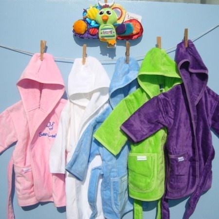 # Babycompany gekleurde badjas met naam en Peter Pauw