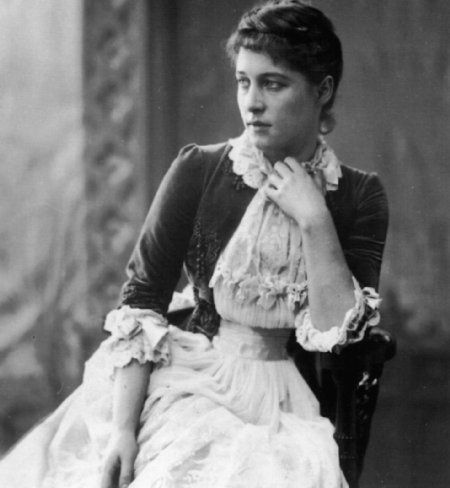 Lillie Langtry (1853 - 1919). Mistress of Edward VII from 1877 to 1880.