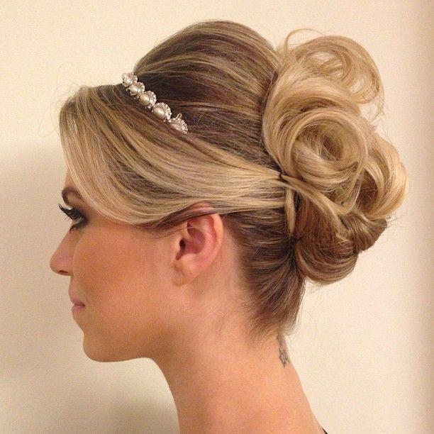 penteados presos combinando com tiara
