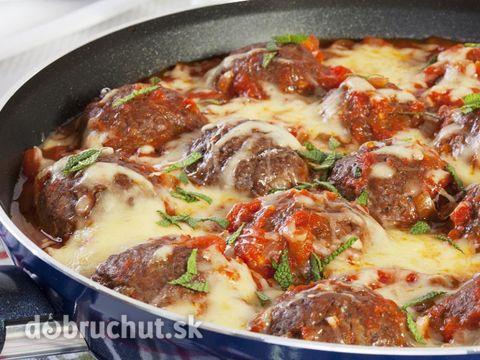 Zapečené mäsové guľky -  V miske si zmiešame mleté mäso, soľ, korenie a tri lyžice studenej vody. Zmes premiešame a vložíme na približne...