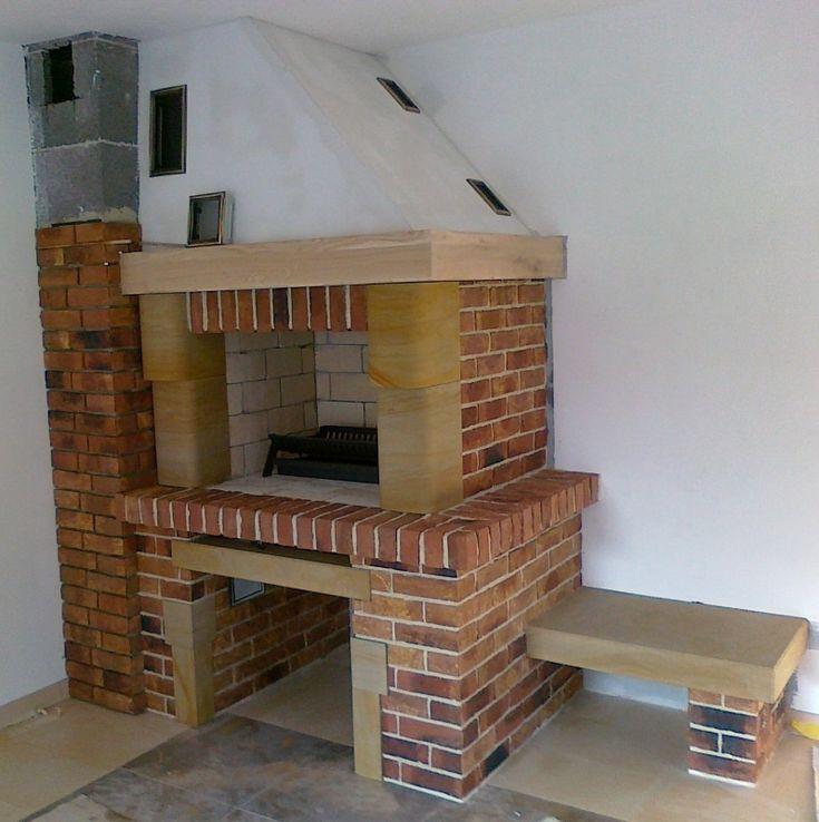 tradycyjny kominek z otwartym paleniskiem