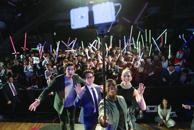 J.J. Abrams, Adam Driver, John Boyega and Daisy Ridley at event of Star Wars: The Force Awakens (2015)