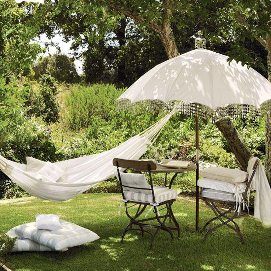 Gardens Ideas, Backyards Paradis, Umbrellas, Outdoor Hammocks, Summer Day, Vintage, Gardens Furniture, White, Places