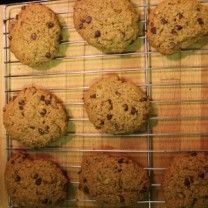 Gluten-free and vegan oatmeal chocolate chip cookies packed with nutritious ingredients.