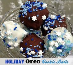 Holiday #OreoCookieBalls - no bake, only 3 ingredients! Perfect for the holiday table.