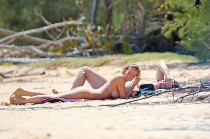 http://www.hotcelebshome.com/2014/08/28/lara-bingle-topless-bikini-candids-in-hawaii/lara-bingle-27/