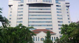 Berikut ini daftar alamat sekolah yang ada di Kota Jakarta Utara :  NO  SEKOLAH  ALAMAT  KECAMATAN  1  MI AL A'RAF  JL. TIPAR CAKUNG NO. 1 SUKAPURA  Cilincing  2  MI AL BARKAH  JL. KALIBARU TIMUR NO.25 RT 11/ 02  Cilincing  3  MI AL HIKMAH  JL. MALAKA BULAK NO. 48  Cilincing  4  MI AL HUSNA  JL.KALIBARU TIMUR VII NO.31 Rt.015/01 KALIBARU  Cilincing  5  MI AL ITTIHADIYAH  JL. KALIBARU BARAT VI NO. 48  Cilincing  6  MI AL JIHAD  JL. PELELANGAN RT 09 / 04  Cilincing  7  MI AL MA'ARIF  JL.PEL…