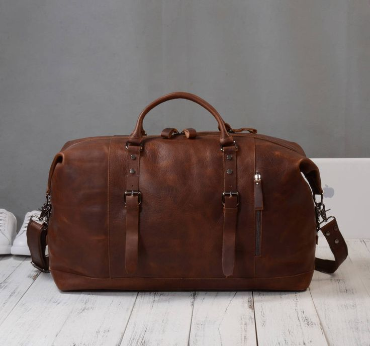 Are you interested in our travel leather bag for him? With our Leather holdall bag for man you need look no further.