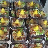 Jual beli Tumpeng Mini Nasi Jamblang di Lapak Tumpeng Mini - tumpengmini. Menjual Makanan - Pernah ke kota Cirebon di Jawa Barat Jika sudah pernah ke Cirebon pasti tahu dong dengan menu kuliner Nasi Jamblang Nasi Jamblang adalah sajian kuliner khas asal Cirebon Nah sekarang kamu gak perlu jauh jauh lagi ke Cirebon untuk menikmati kelezatan Nasi Jamblang karena sekarang tumpengmini punya menu Nasi Jamblang yeahh Nasi Jamblang ini spesial banget lho karena isinya ada Dendeng ...