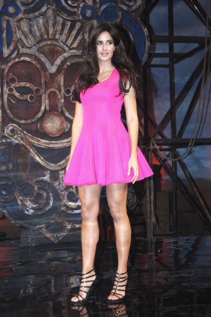 This is an amazing and gorgeous pic of Katrina in Pink! Pink is the colour for her which goes perfectly on her beautiful skin and her dazzled hair are just as beautiful as she is herself.