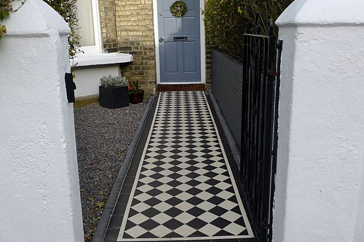 Google Image Result for http://rhsblog.co.uk/__oneclick_uploads/2012/01/classic-victorian-tile-path-formal-black-and-white-with-rope-top-tiles.JPG