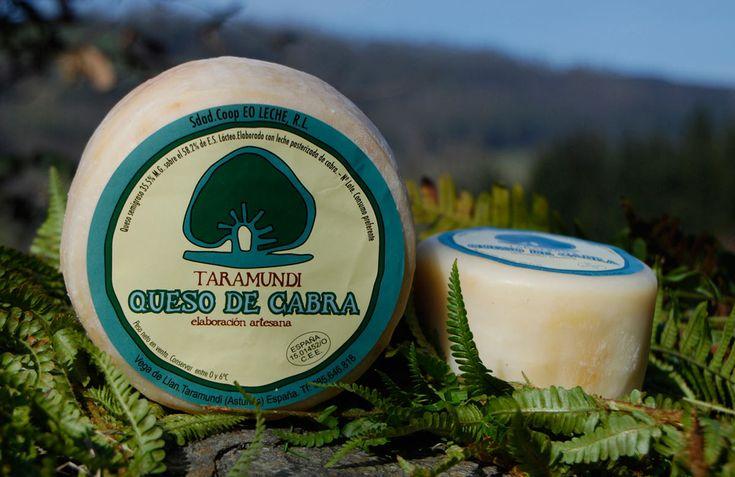 Taramundi (Asturias) -  En Vega de Llan, pleno corazón de Asturias, se elabora con leche pasteurizada de Cabra - y también con nueces y avellanas. Han oído bien: queso y frutos secos en el mismo bocado. O sea, el bien, el Dorado, Camelot, Macondo. Los quesos en Taramundi son artesanos y por eso se producen tan sólo ochenta piezas al día. Es un queso semiblando, para comer (y beber) sin más, a media tarde, sobre una mesa de madera, una buena conversación y un par de copas de Godello.