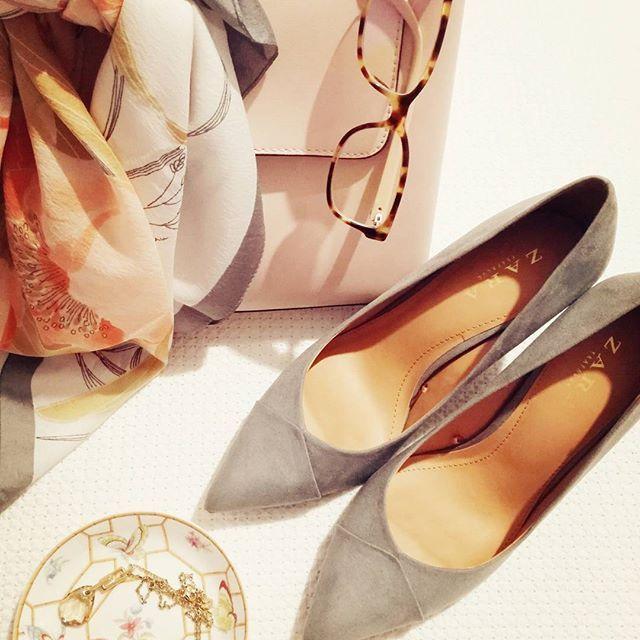 Office favourites   #office #zara #mango #officestyle #pink #bag #eyewear #grey #heels #fashion #instafashion #style  #stylish #lovepink #like4like #me #photooftheday #instabeauty #instagood #pretty #outfit #fashiondaily #stylegram #styleoftheday #instastyle  #fashiongram #styleblogger #blogger #fashionblogger #zkstyle
