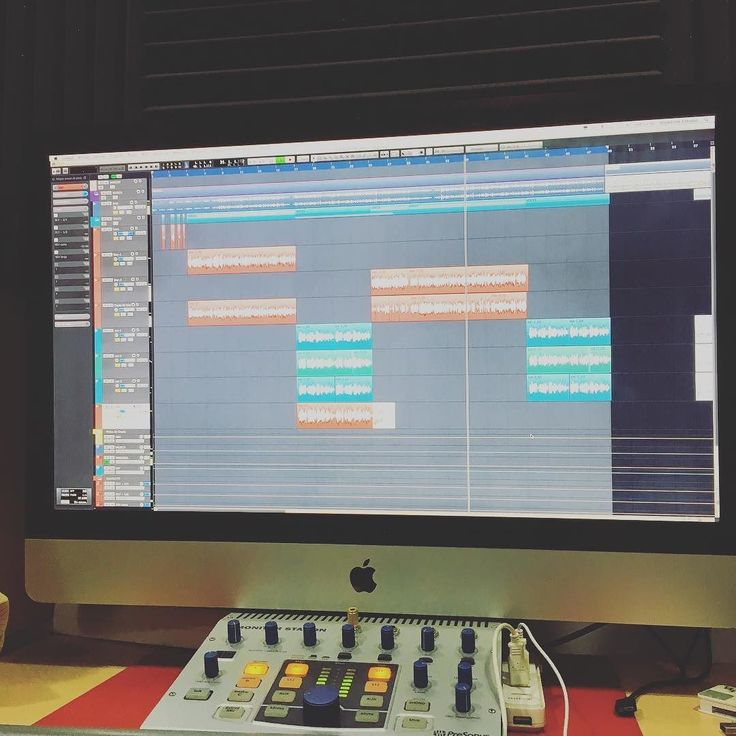 Vuelta al trabajo. Mezclando y masterizando los temas nuevos de @rap.blar.91 en @showtimeestudio.  [Contacta conmigo para grabar mezclar y masterizar tu single o proyecto underground o profesional a través de http://ift.tt/1OqKLY7 o en www.BigHozone.com]. #blar #showtimeestudio #grabacion #mezcla #masterización #mastering #rap #hiphop #rapespañol #hiphopespañol #musicaurbana #urbanmusic #musica #urbana #urban #music #bighozone #estudio #malaga #cubase