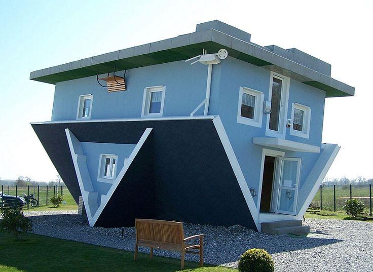 Une Maison À L'envers Dans Les Bois Retourne Le Script Architectural