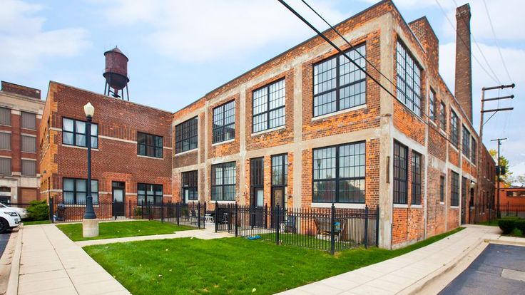 This one-bedroom loft is on the market for the first time and located near Wayne State, the Henry Ford Hospital, and New Center.