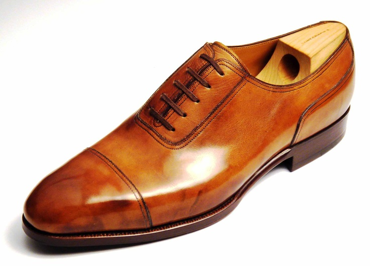 St Crispins Model Classic Oxford, and smell the quality.