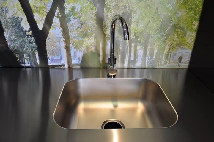 Los mesones de nuestra nueva Línea Vital son altamente higiénicos, debido a que son fabricados sin uniones ni soldadura, y esto no deja acumular la mugre en las esquinas.