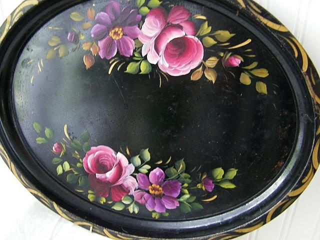 Pretty oval tole tray!