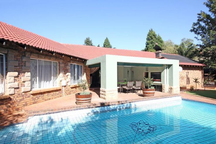Property for sale in Strubens Valley 4bed 2bath R2,3m