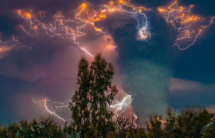 superbes images d une eruption volcanique au chili 6   Splendides photos dun orage volcanique   volcan photo orage lave image Francisco Negr...